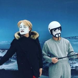 TERUに扮したくっきー(左)(画像は『肉糞太郎 2018年2月23日付Instagram「#あうあーあぁー」』のスクリーンショット)