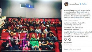 「Black Girl Code」の少女たちと映画を楽しんだセレーナ(画像は『Serena Williams 2018年2月16日付Instagram「Last night we surprised a group of girls from @blackgirlscode to watch black panther with me in a private screening.」』のスクリーンショット)