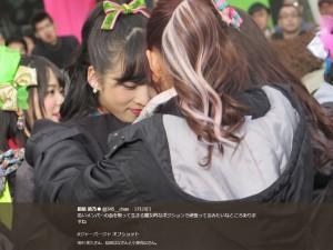 AKB48チーム8・小栗有以と指原莉乃(画像は『指原莉乃 2018年2月28日付Twitter「若いメンバーの血を吸って生きる魔女的なポジションで頑張ってるみたいなところありますね」』のスクリーンショット)