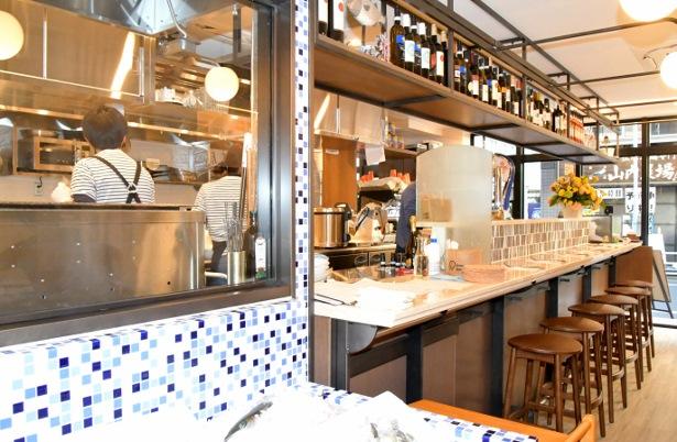 オープンキッチンからはいい香りが漂う GEMS茅場町「bon pesce」