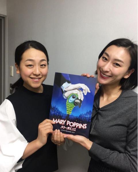浅田真央と浅田舞(画像は『浅田真央 2018年3月26日付Instagram「ミュージカル メリーポピンズ 日本公演が開幕しました」』のスクリーンショット)
