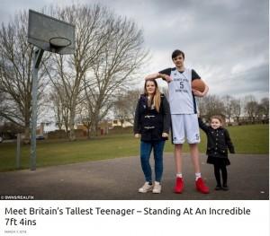 【海外発!Breaking News】「世界一身長が高い10代」イギリスの少年、223.5cmの記録を今も更新中