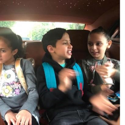 【イタすぎるセレブ達】ジェニファー・ロペス&アレックス・ロドリゲスの子供達 仲睦まじく相乗りで登校