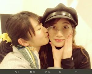 加藤沙耶香と古橋舞悠(画像は『加藤沙耶香 2018年3月17日付Twitter「そして、なんとな!!!古橋舞悠ちゃんまで」』のスクリーンショット)