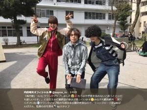 まやや(内田理央)、ばんば(松井玲奈)、監督(画像は『内田理央オフィシャル 2018年3月16日付Twitter「「海月姫」ついにクランクアップしました」』のスクリーンショット)