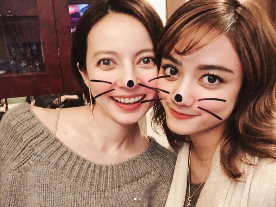 ベッキーと谷まりあ(画像は『谷まりあ 2018年3月25日付Instagram「遅くなっちゃったけど、お誕生日おめでとう、」』のスクリーンショット)