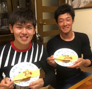 石井選手・清水選手の後輩コンビもこの笑顔(画像は『Sho Nakata6 2018年3月13日付Instagram「皆さんお疲れ様です!!今日は、この人達と食事しました!」』のスクリーンショット)
