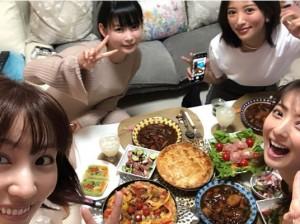 徳永えり、中川翔子、夏菜、佐々木希(画像は『夏菜 2018年3月5日付Instagram「デイジーラックの「ひなぎく会」のメンバーでしょこたんちでごはん」』のスクリーンショット)