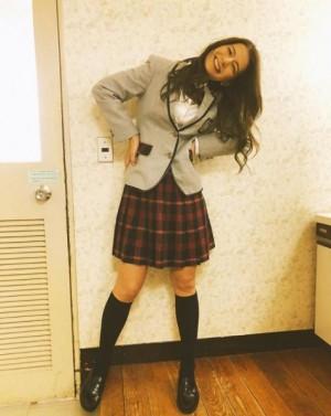 """【エンタがビタミン♪】スザンヌ""""制服姿""""で笑顔も、子育ての悩みで「おいおい泣きながら東京着いた」"""