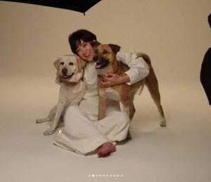 アリス、滝川クリステル、サニー(画像は『滝川クリステル 2018年1月7日付Instagram「こちらの写真は、昨年末、雑誌ミセスの表紙&犬猫特集の撮影の様子です」』のスクリーンショット)
