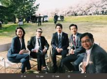 【エンタがビタミン♪】井ノ原快彦主演『特捜9』のロケ現場 桜を背景にのどかなオフショット