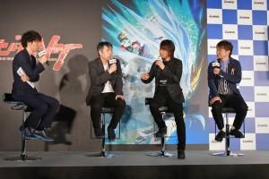 ガンダムシリーズについて話が弾む4人 左から小形尚弘氏、福井晴敏氏、浪川大輔、濱口優