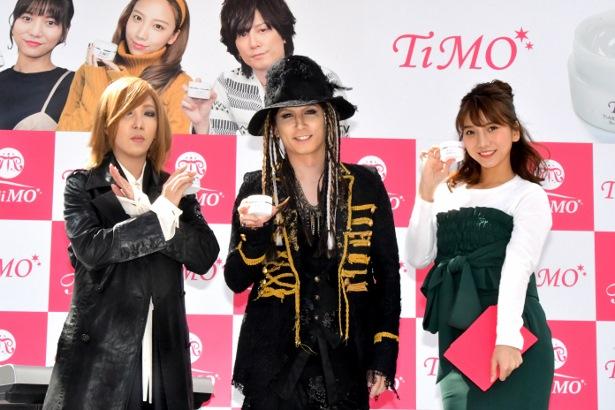 イベントに登壇したX JAPAN・YOSHIKIに扮したざわちん、L'Arc~en~Ciel・hydeになり切った青木隆治、MCの高城亜樹