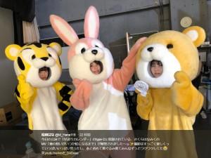 """着ぐるみ姿の""""さくらはなみく""""(画像は『松岡はな 2018年4月26日付Twitter「今日の公演で「早送りカレンダー」のtype Cに収録されている、さくらはなみくのMV「僕の想いがいつか虹になるまで」が解禁されました~」』のスクリーンショット)"""