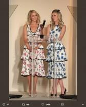 【イタすぎるセレブ達】パリス・ヒルトン、妹ニッキーと色違いのドレスで昼食会へ
