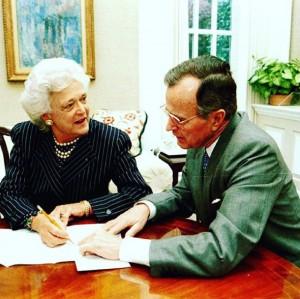 【イタすぎるセレブ達・番外編】ブッシュ元米大統領夫人、体調悪化で決断「これ以上の治療は受けない」