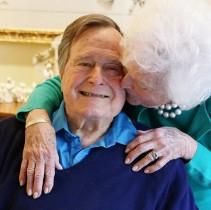 """【イタすぎるセレブ達】ブッシュ元米大統領、妻バーバラ夫人の最期を見守った""""献身愛"""""""