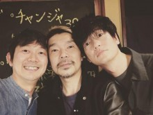 【エンタがビタミン♪】井浦新&アキラ100%&横尾監督 映画『こはく』のオフショットに「三人兄弟?」