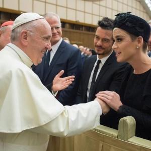 【イタすぎるセレブ達】ケイティ・ペリー&オーランド・ブルームやはり復活愛? ローマ教皇と対面の場で