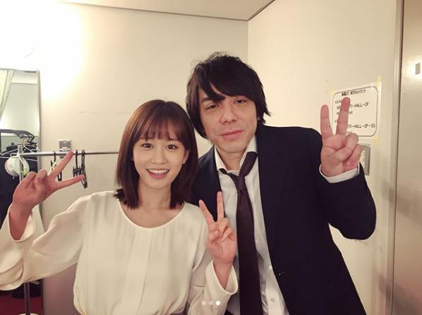 前田敦子と演出家・三浦大輔(画像は『前田敦子 2018年4月15日付Instagram「舞台「そして僕は途方にくれる」大阪公演も無事終わり。」』のスクリーンショット)