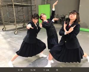 """【エンタがビタミン♪】HKT48""""さくらはなみく""""がメガネっ娘に 新曲MVが「めちゃめちゃシュールで面白い」"""