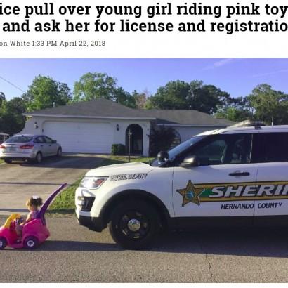 【海外発!Breaking News】おもちゃの車で道路に出てきた幼女に警察官「免許証は? 登録証明書は?」(米)