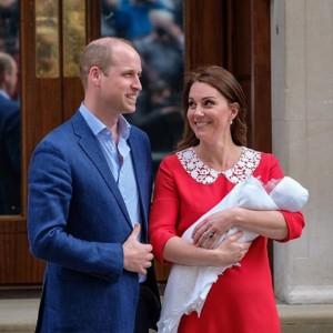 【イタすぎるセレブ達】ウィリアム王子夫妻、第3子をお披露目 ジョージ王子の通う学校にある要請も
