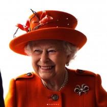 【イタすぎるセレブ達】エリザベス女王がジョーク放つ 上空の騒がしいヘリを見て「トランプ大統領みたい」