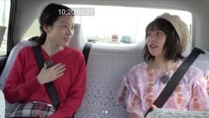 森貴美子と桜井日奈子、車内でトークが弾む(画像は『【公式】ちょっと福岡行ってきました! 2018年4月20日付Instagram「スワイプ 桜井日奈子さん&森貴美子さんの、ちょっと福岡行ってきました!」』のスクリーンショット)