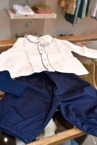 ジョージ王子が着用していたショートパンツ&ソックスのコーデ Photo by 梅澤智子