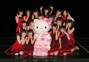 SKE48劇場を訪れたキティちゃん(画像は『SKE48支配人 湯浅洋 2018年5月4日付Twitter「#青春ガールズ公演 ドラフト3期生含めて本日はかなり早い時間からリハーサルをしました。」』のスクリーンショット)