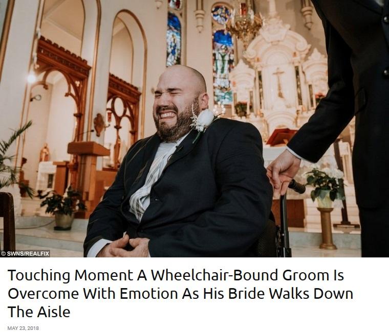 車椅子の花婿、ヴァージンロードを歩く花嫁を見た瞬間に号泣(画像は『real fix 2018年5月23日付「Touching Moment A Wheelchair-Bound Groom Is Overcome With Emotion As His Bride Walks Down The Aisle」(SWNS/REALFIX)』のスクリーンショット)