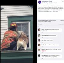 消防隊員に救助されたハスキー犬がお礼のキス(米)<動画あり>