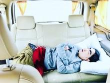 """【エンタがビタミン♪】イモトアヤコ、海外ロケは移動中が""""睡眠時間"""" 寝姿に「何しても可愛い」の声"""