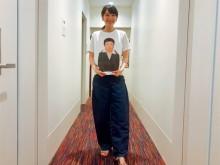 """【エンタがビタミン♪】飯豊まりえ「嬉しくて顔ニタニタ」 """"オカリナ""""Tシャツを着てご機嫌!"""