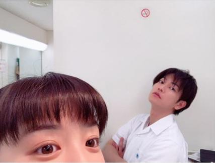永野芽郁と佐藤健(画像は『永野芽郁 2018年5月4日付Instagram「どうなるんかねえ。#半分青い」』のスクリーンショット)
