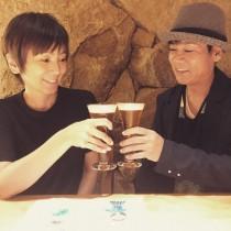 【エンタがビタミン♪】名倉潤&渡辺満里奈夫妻、結婚記念日2ショットに「CMみたいで素敵すぎ」の声