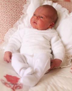 大変可愛いルイ王子(画像は『Kensington Palace 2018年5月6日付Instagram「The Duke and Duchess of Cambridge are very pleased to share two photographs of Princess Charlotte and Prince Louis, taken by The Duchess at Kensington Palace.」』のスクリーンショット)