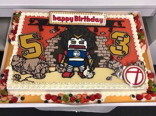 奥田民生の誕生日を祝う「OTロボケーキ」(画像は『RCMR 2018年5月12日付Instagram「川崎ありがとうございました!」』のスクリーンショット)
