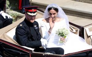 【イタすぎるセレブ達】英ヘンリー王子夫妻、挙式で使った大量の花はブーケにしてホスピスへ