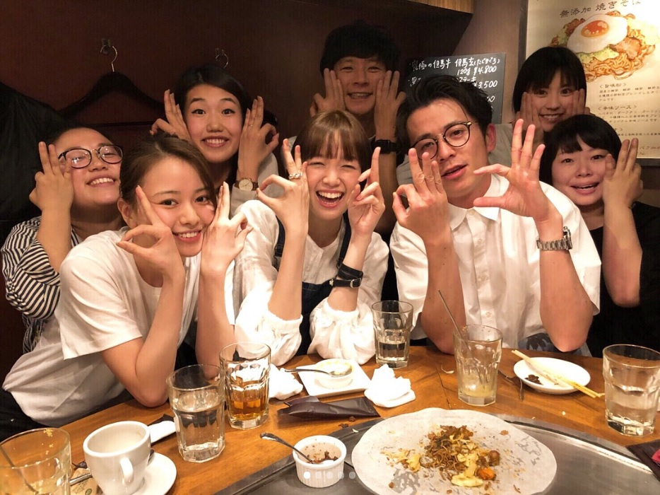 食事会に集まった『ブランチ』メンバー(画像は『佐藤栞里 2018年5月22日付Instagram「グルメ王の会 渡部さんがテレビで紹介しているのを観て ずっとずっと行ってみたかったお店」』のスクリーンショット)