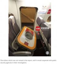 【海外発!Breaking News】着陸後に機内非常口を開けた乗客「新鮮な空気が吸いたかった」(中国)