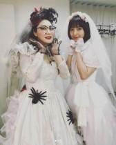 【エンタがビタミン♪】篠田麻里子、鳥居みゆきとウェディングドレス姿 『タクフェス』大千秋楽で