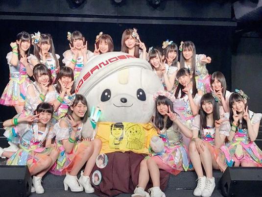 SKE48劇場『福士奈央生誕祭』出演メンバーとさのまる(画像は『福士奈央 2018年5月9日付Instagram「昨日はSKE48劇場で、年に一回の生誕祭を開いていただきました」』のスクリーンショット)