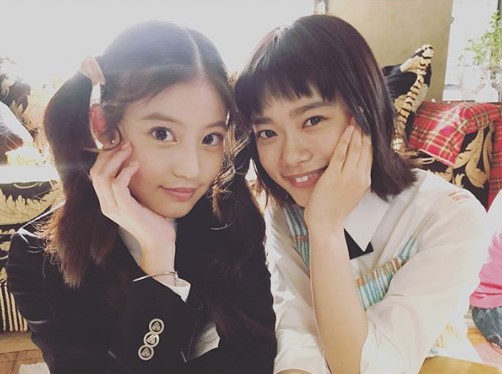 今田美桜と杉咲花(画像は『杉咲花 2018年5月8日付Instagram「愛莉役のみおみこと、今田美桜ちゃんと。」』のスクリーンショット)