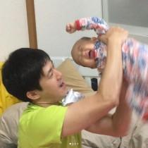 【エンタがビタミン♪】森渉、もうすぐ1歳になる娘の三半規管を鍛える! 「躍動感がすごい」の声