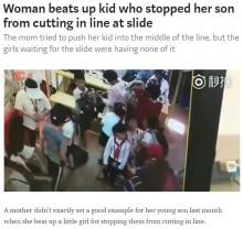 【海外発!Breaking News】これぞ中国の「わが子第一主義」? 列に割り込んだ息子にズルイと言った女児を母親が突き飛ばす<動画あり>