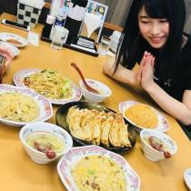 """【エンタがビタミン♪】AKB48横山由依""""餃子の王将でランチ""""ショットにファン「全関西人が沸く」"""
