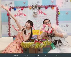 荻野由佳と諏訪マネージャー(画像は『荻野由佳 2018年5月13日付Twitter「写真会やってまーーす!!」』のスクリーンショット)