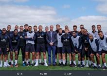 【イタすぎるセレブ達】ウィリアム王子、サッカー国際親善試合前にイングランド代表を激励
